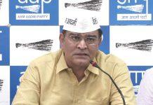 AAP उम्मीदवार के बेटे का आरोप 'पापा ने टिकट के लिए केजरीवाल को 6 करोड़ दिए' son-of-of-balbir-singh-jakhars-accuses-kejriwal-of-selling-lok-sabha-election-2019-tickets-6-crore-IndiNews