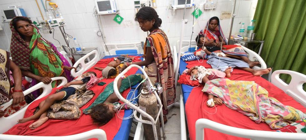 face-of-the-careless-and-useless-health-management-bihar-muzaffarpur-more-than-hundred-children-died-minister-sleeping-in-press-brief