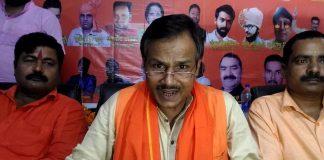 Hindu Samaj Party ke neta kamlesh tiwari ki gala ret kar hatya