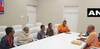 कमलेश तिवारी की मां ने स्थानीय बीजेपी नेता पर लगाया बेटे की हत्या कराने का आरोप