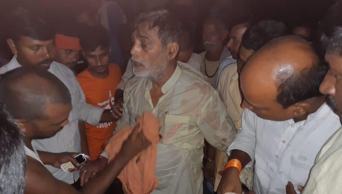 patna-former-union-minister-ramkripal-yadav-fell-in-flood-ravaged-rivers